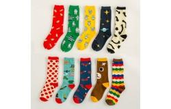 Носки – необходимый атрибут каждому человеку в любое время года.